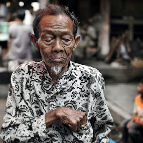 Mukaku tangan dan saku - My face and hand pockets by Mogs Tony - People Portraits of Men ( #oldman#indonesia#human#people#potrait )