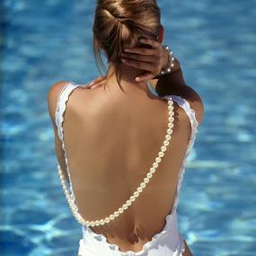 Malibu by Alistair Cowin - People Fashion ( object, artistic, jewelry )