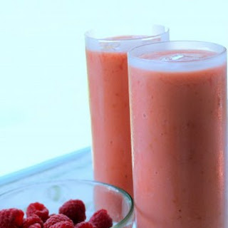 Raspberry-Mango Smoothie.