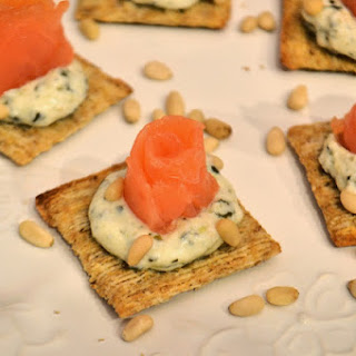 Smoked Salmon with Creamy Pesto Crackers