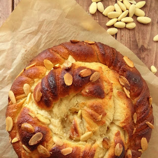Almond Vanilla Twisted Bread.