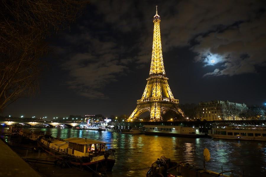 by Joerg Kampers - City,  Street & Park  Night ( moon, paris, fuji x, seine )