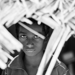 Sometimes the eyes can say more than the mouth. by Vasanthan Ramakrishnan - Black & White Portraits & People ( black and white, poverty, poor, chennai, eyes,  )