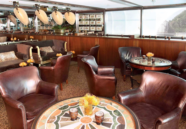 During your cruise along the Rhine River, enjoy the opulent atmosphere while relaxing in S.S. Antoinette's Bar du Leopard.