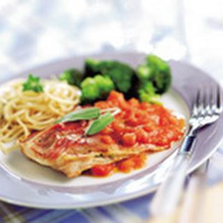 Italiaanse Kalfsschnitzels Met Verse Tomatensaus