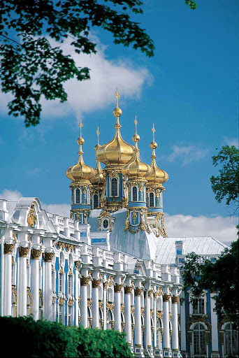 Uniworld-River-Victoria-Catherine-Palace - Guests of the River Victoria will discover the grand Catherine Palace on a shore excursion of St. Petersburg, Russia.