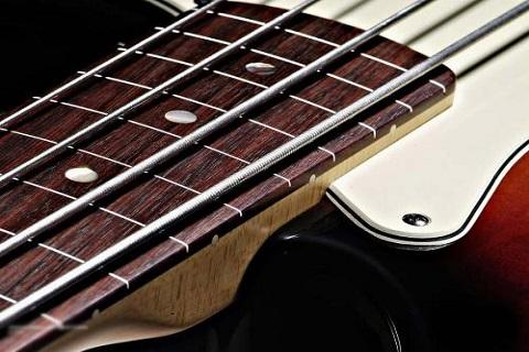真正的低音吉他