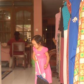 menyapu by Danang Kusumawardana - Babies & Children Children Candids (  )