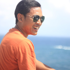 smile, small things big means by Danang Kusumawardana - People Portraits of Men ( rayban, glasses, beach, smile, people )