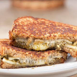 Spinach-Basil Pesto Grilled Cheese Sandwich Recipe