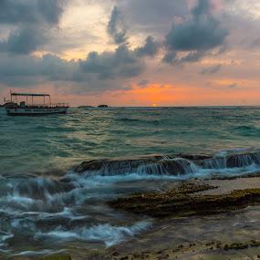 Sunset Hikka by Magnus Østebrød - Landscapes Waterscapes ( exposure, sony, a77, østebrød, srilanka, magnus, sunset, long, photo, norway )