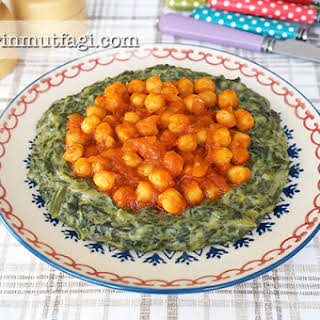Creamed Spinach With Chickpeas Topping.