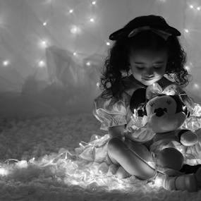 Disney Dream by Ricardo Marques - Babies & Children Child Portraits ( lights, minnie, dream, disney )