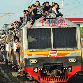 kereta api 2 jabotabek by Ahmad Yahya - Transportation Trains ( transportasi, jabotabek, api, kereta, photography )