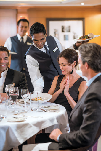 Tere Moana's elegant main restaurant, L'Etoile, surrounds you with a perfectly appointed décor, crisp linens and an array of tempting specialties, expertly prepared.