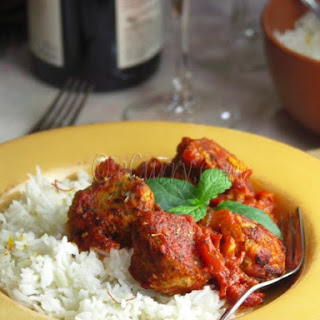 Daoud Basha – Meatballs with pine nuts in a rich tomato sauce.