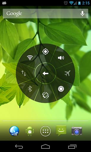 Floating Touch para Android es una aplicación simple en la cual se combinan ambas ideas (iPhone & PIE) y nos traen una barra de accesos directos flotante que se activa mediante un clic en un punto centro el cual puede ser configurable dentro de la pantalla. La aplicación les permitirá definir accesos directos que deseen, una gran parte de las configuraciones de Android (wifi, bluetooth, GPS, APN's, etc) así como cualquiera de nuestras aplicaciones favoritas e incluso incluir otros botones como atrás y menú (para ese uso necesitaras ser usuario Root), lo que permite el reemplazo de la barra de