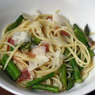 Linguini with Asparagus, Prosciutto, and Capers