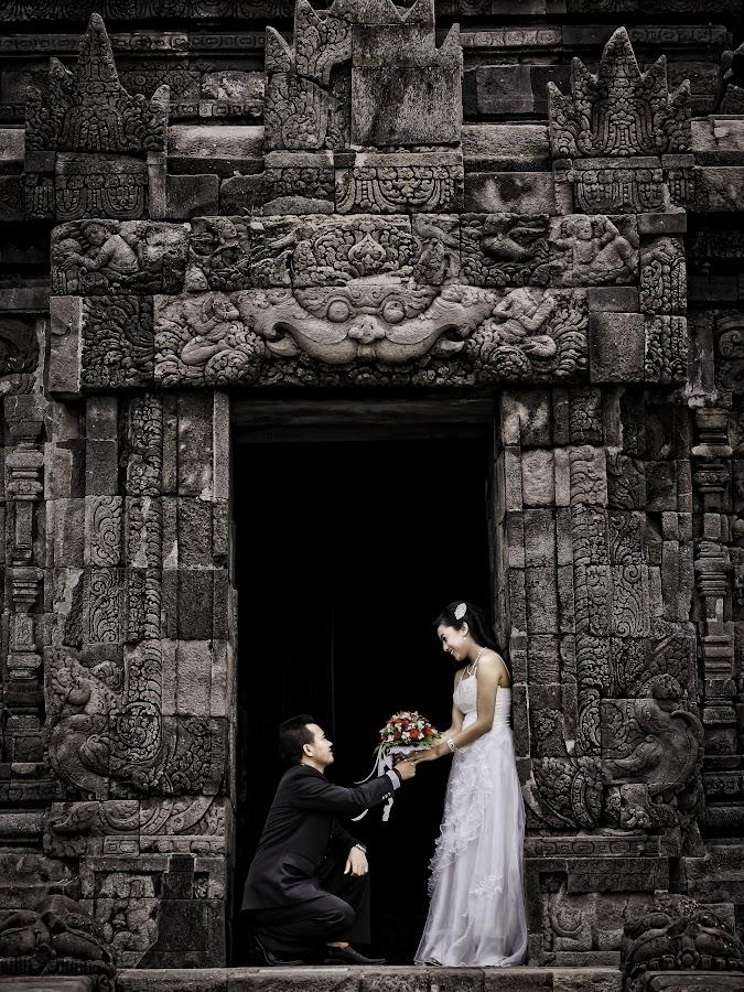 by Themoon Moon - Wedding Bride & Groom