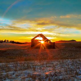 Meadow sunrise by James McGinley - Landscapes Sunsets & Sunrises ( sunburst, barn, snow, meadow, sunrise )