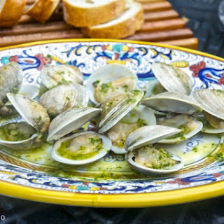 Vongole alla brace (Grilled Clams).