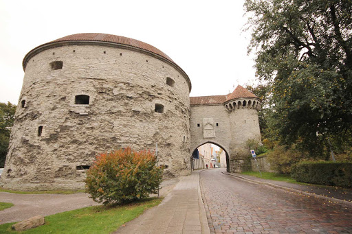 Great Coastal Gate and Fat Margaret tower (Paks Margareeta) in Tallinn, Estonia.
