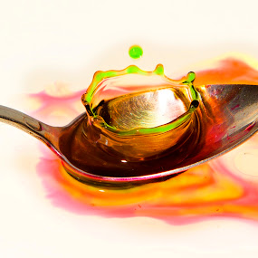 Crown on The Spoon by Ari Wid - Abstract Water Drops & Splashes