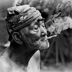 by Kuswarjono Kamal - Black & White Portraits & People ( cigarette, old, black and white, man )