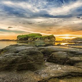 :: sunset rock :: by Putu Ekak - Landscapes Sunsets & Sunrises ( landscape, beach )
