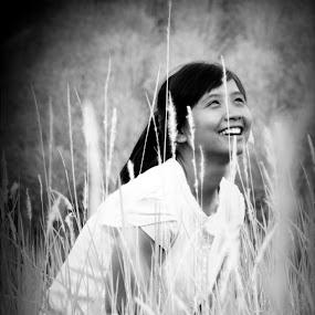 Freedom by Lê Thị Thanh  Tâm - Black & White Portraits & People
