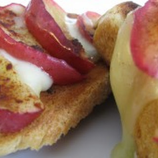 Roasted Apple and Brie Bruschetta