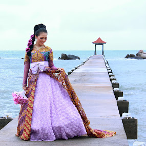her smile by Gilang Franasia - People Fashion