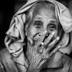 NO MAN NO CRY by Alan Fadlansyah - People Portraits of Women ( fadlansyah )