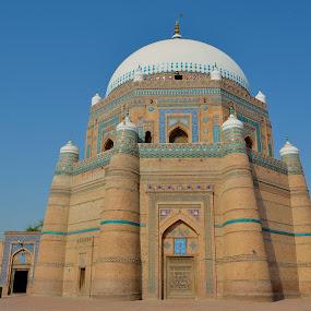 Rukan-e-Alam Shah Tomb by Khawaja Hamza - Buildings & Architecture Public & Historical ( shah, rukan-e-alam, old, multan, tomb, islamic, dome, biggest, architecture,  )