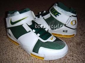 898c8454719 Very Rare Nike Zoom LeBron II Oregon Home vs Away PE