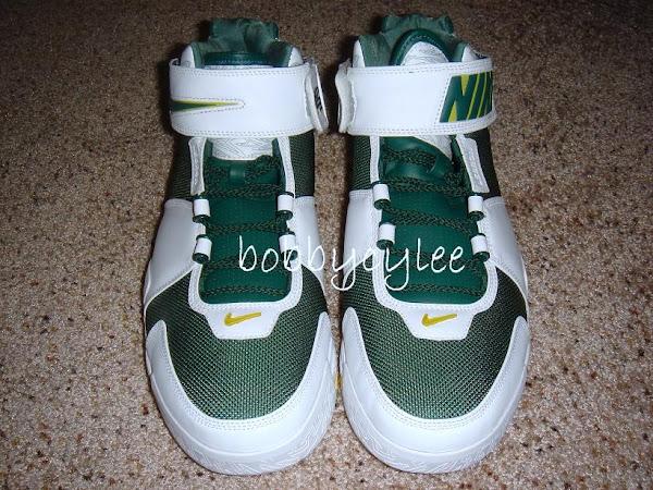bf31a1a8a76 ... Very Rare Nike Zoom LeBron II Oregon Home vs Away PE ...