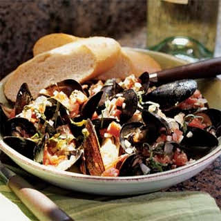 Mussels in Tomato-Basil Wine Sauce.