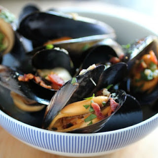 Beer-Steamed Mussels with Bacon