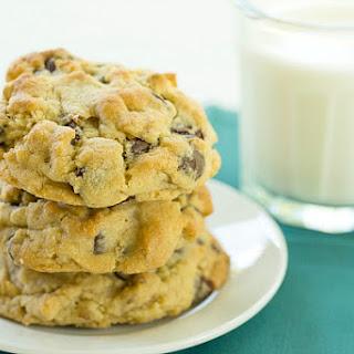 Levain Bakery Chocolate Chip Cookies (Copycat Recipe).