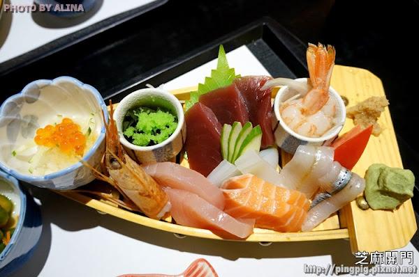 花蓮市 芝麻開門-用船裝的整咖生魚片刺身定食 奧運首金陳詩欣也愛吃