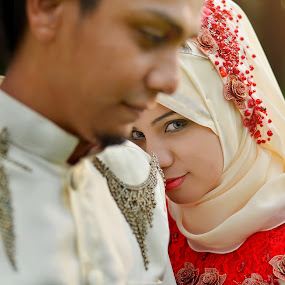 power of eye by Sarol Glider - Wedding Bride & Groom