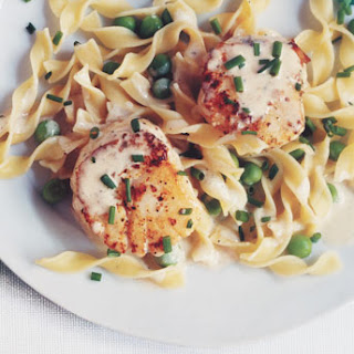 Seared Scallops with Creamy Noodles and Peas