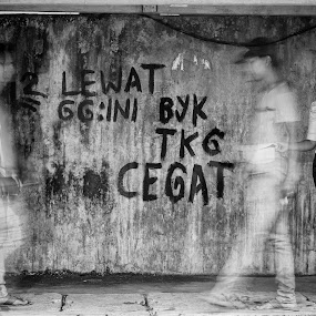 Ahti Ahti means Carefull by Berril Pratama - City,  Street & Park  Street Scenes ( story, strong, dinding, street, black white, white, mood, jalan, black )