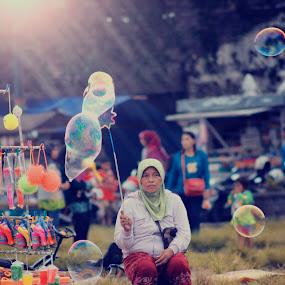 Penjual balon ,, by Ferysetya Ma - People Street & Candids