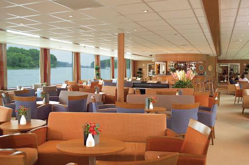 Viking-River-Cruises-Lounge - The comfortable lounge aboard Viking Helvetia.