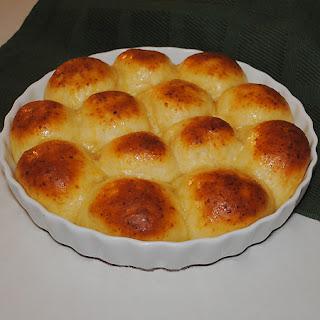 Baker's Dozen Yeast Rolls.