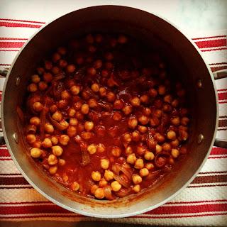 Chickpeas in Tomato-Tamarind Sauce