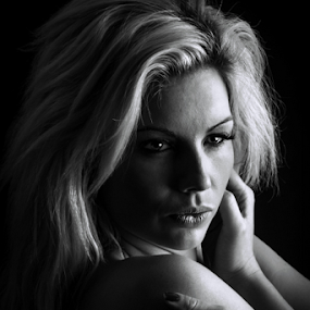 self hug by Paul Phull - Black & White Portraits & People ( blonde, black and white, model., portrait, woman, b&w, person,  )