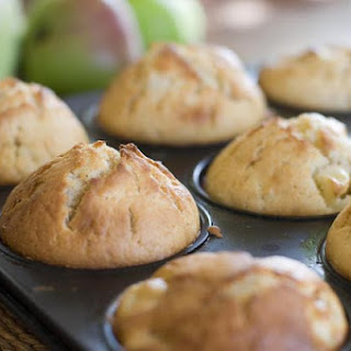 Easy Smeezy Apple Muffins