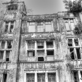 History of Da Saad Musin Building by Gia Gusrianto - Black & White Buildings & Architecture (  )
